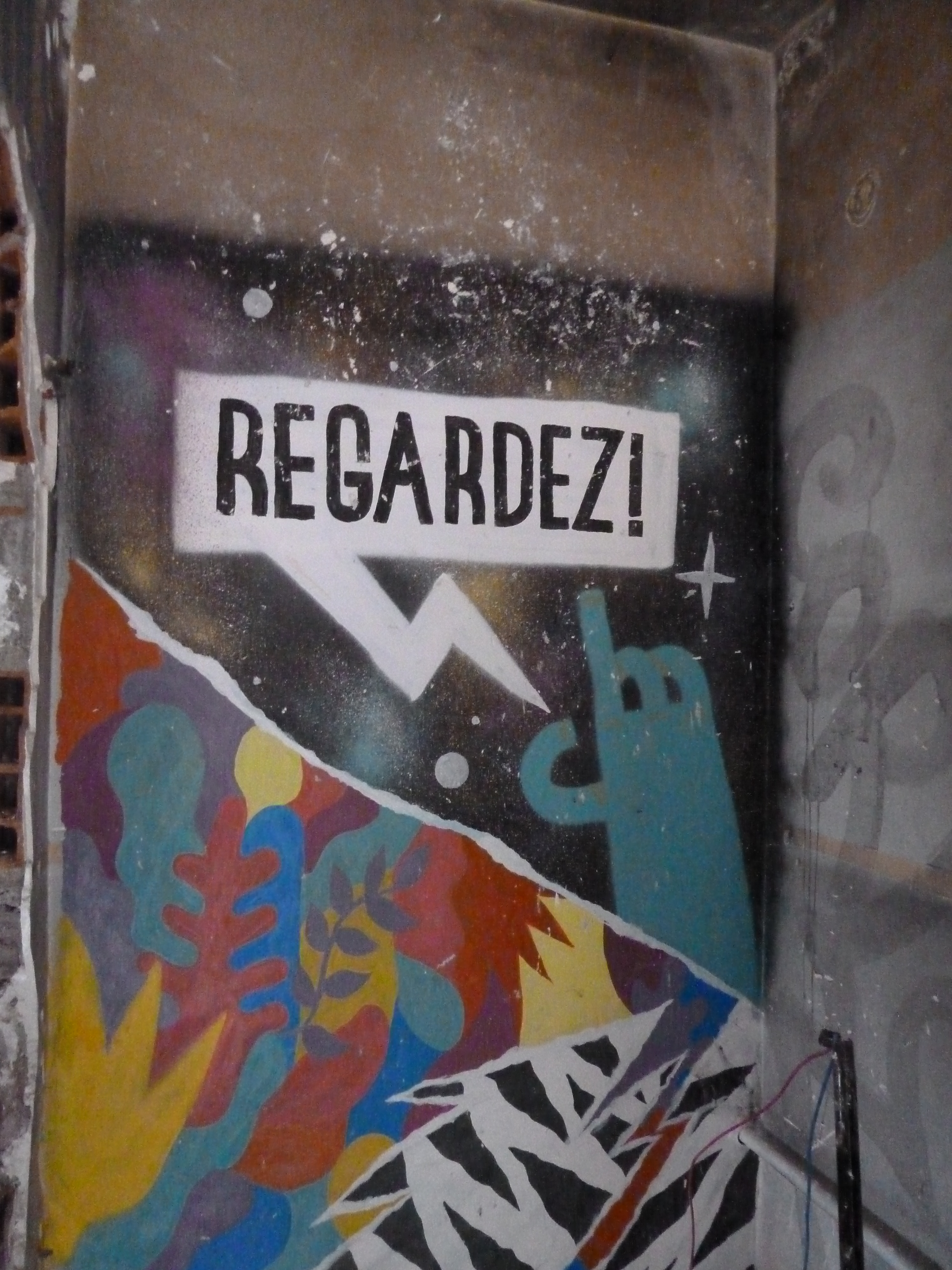 REgardez !