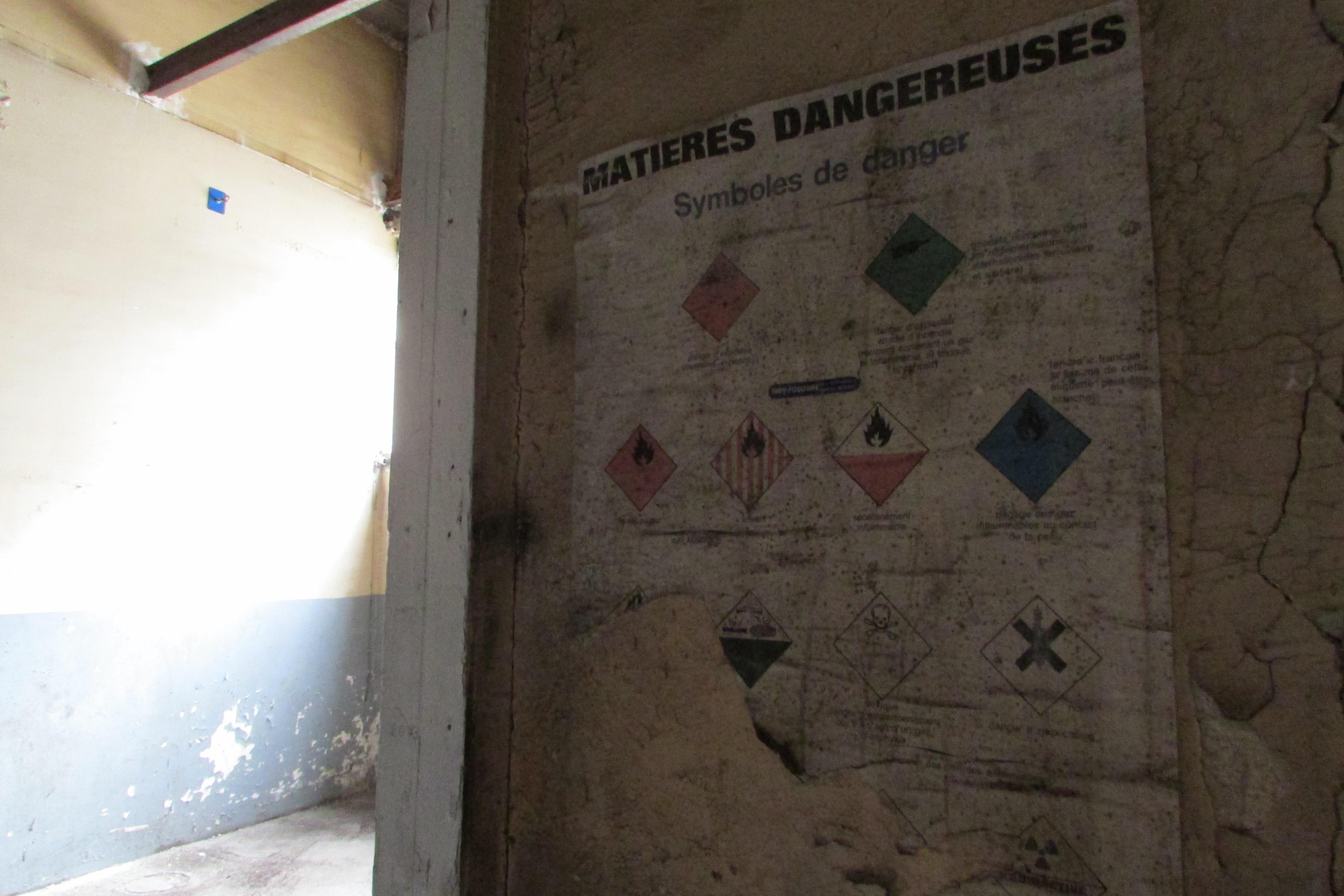 Matières dangereuses (vous voyez bien que c'est le même endroit)