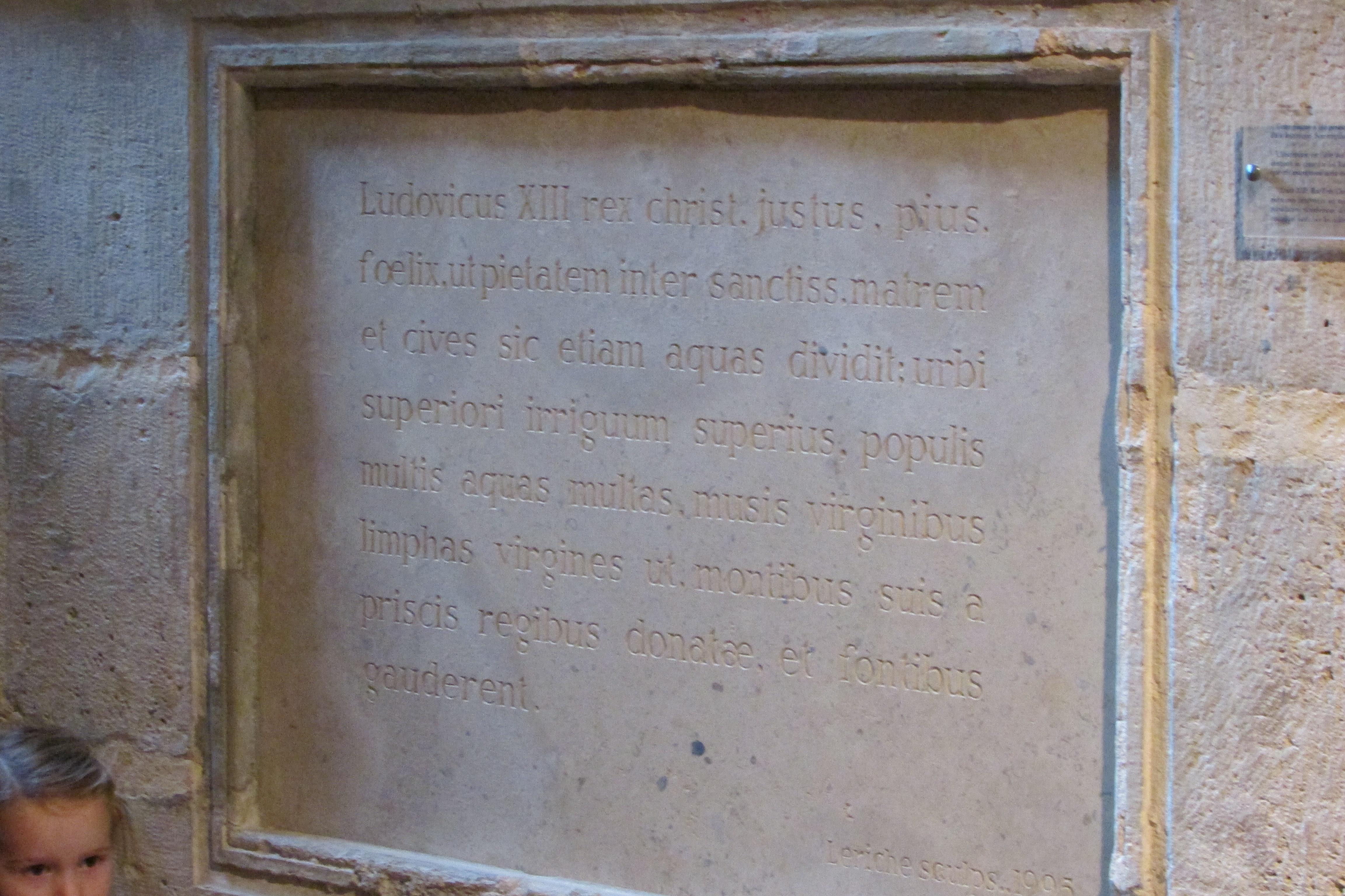 Maison du fontainier : plaque commémorative de l'inauguration
