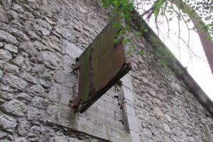 Lucarne scellée, maison abandonnée