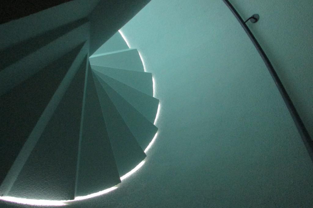 Escalier en clair obscur