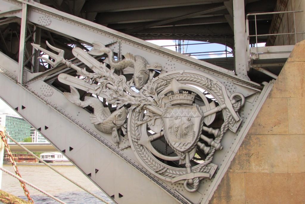 Les détails absurdes du pont métropolitain d'Auzterlitz