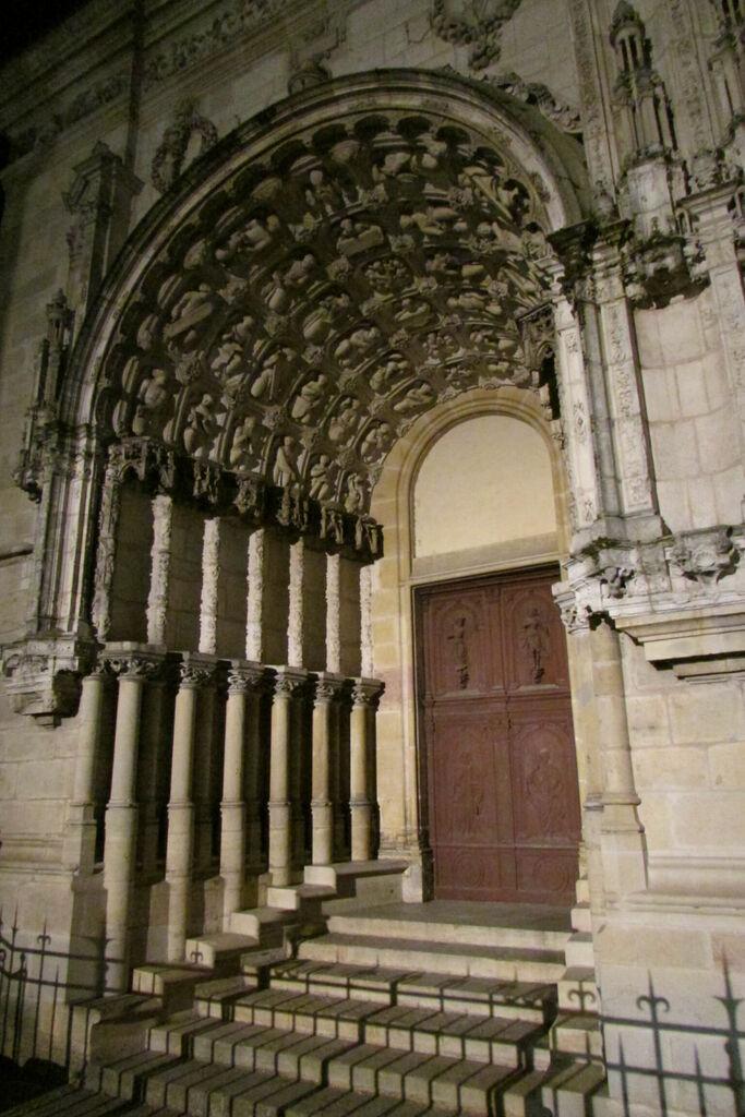 Porche de la cathédrale Saint-Michel