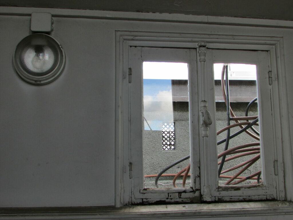 Fenêtre et plans étranges