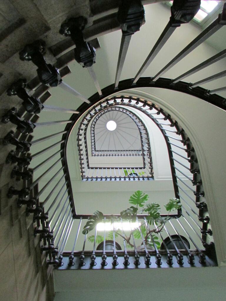 Escalier plus rond, vu du dessous aussi