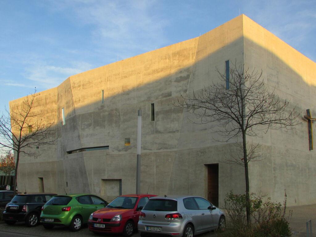 Bunker moderne (ça rend bien au soleil, mais alors par temps gris...)