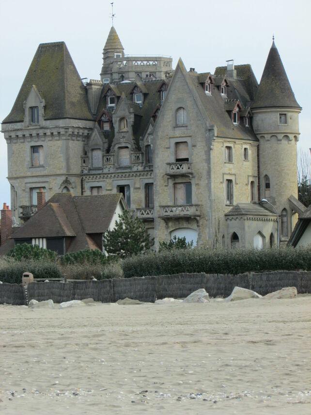 Chateau abandonné en travaux (malheureusement, nous n'avons pas eu le temps de l'explorer)