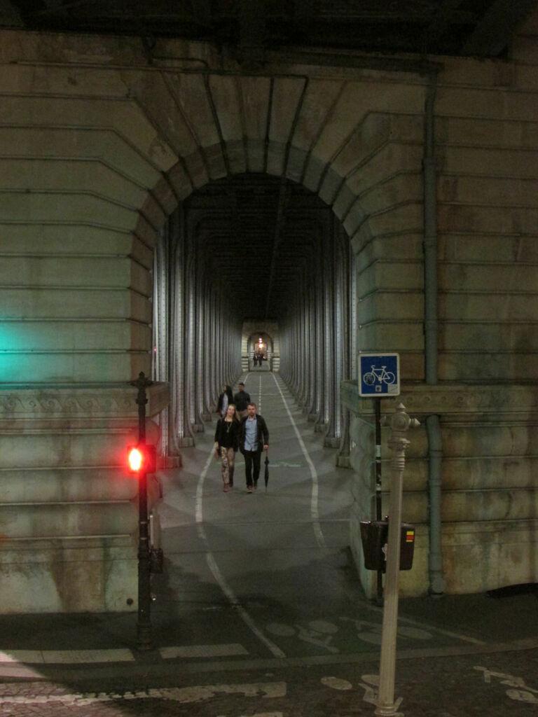 Pont de Bir-Hakeim, close-up