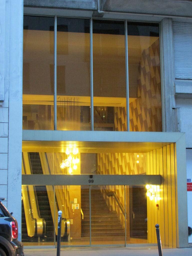 Immeuble avec escalator