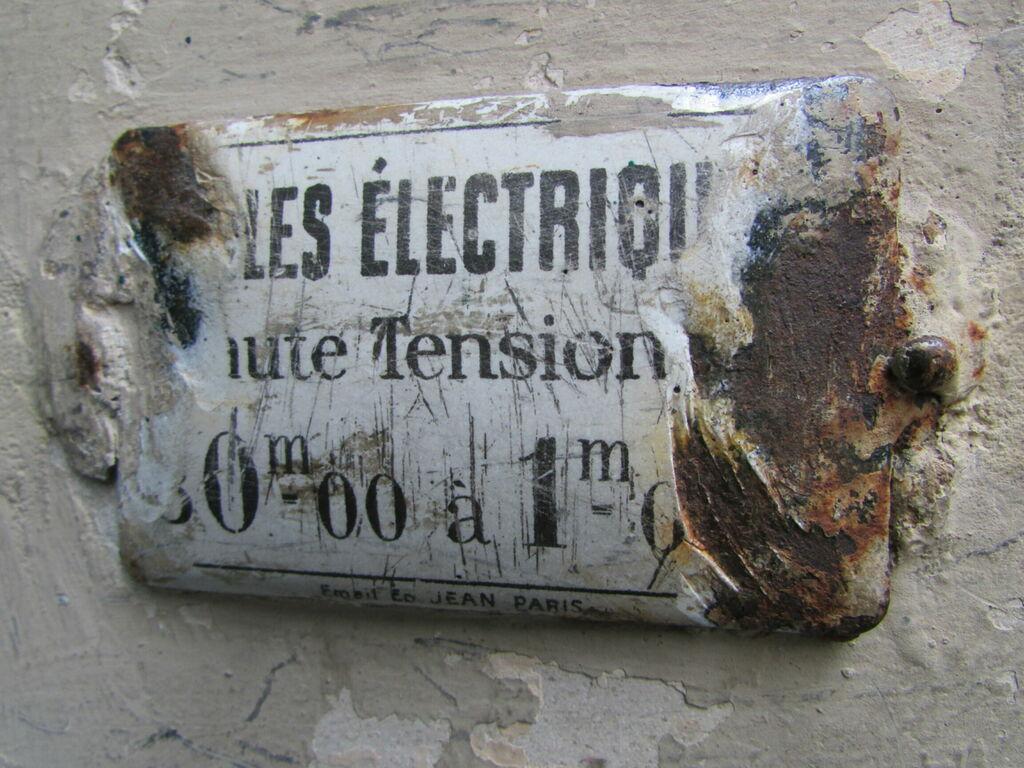 les électriqu ute Tension 0m00 à 1m0