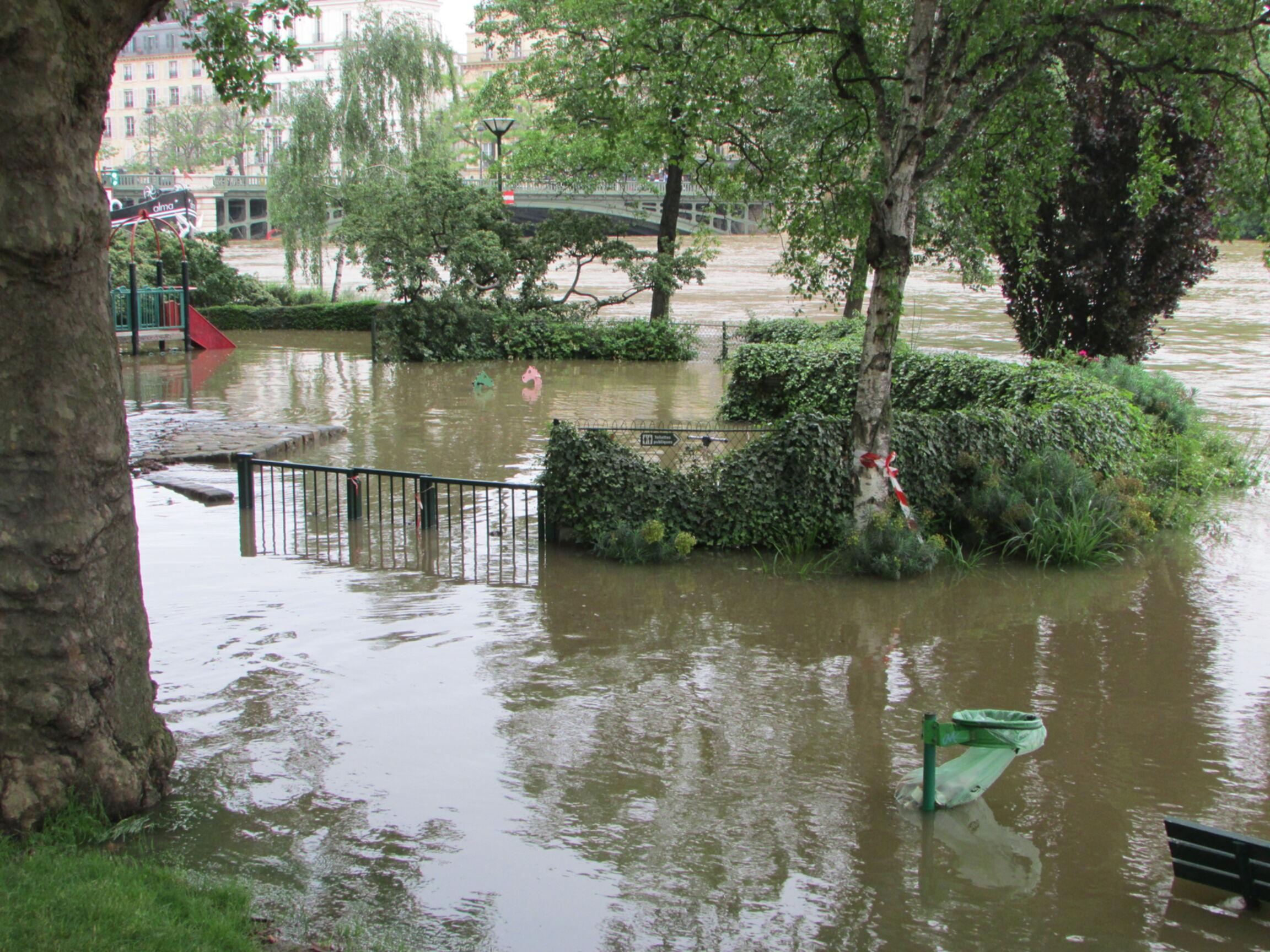 Crue de la seine and the temple of doom for Jardin tino rossi
