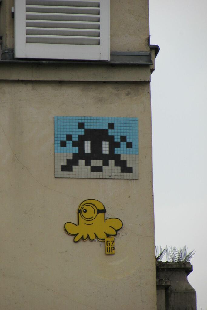 invaders et poulpe sur un coin de rue