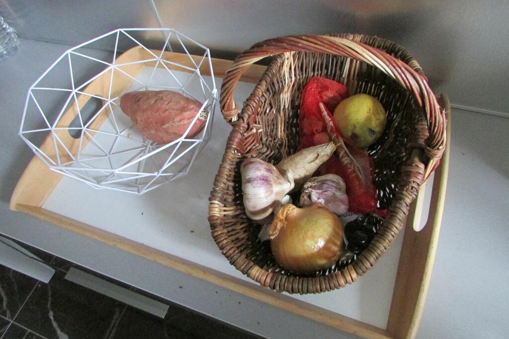 Nature morte au panier et à la patate douce