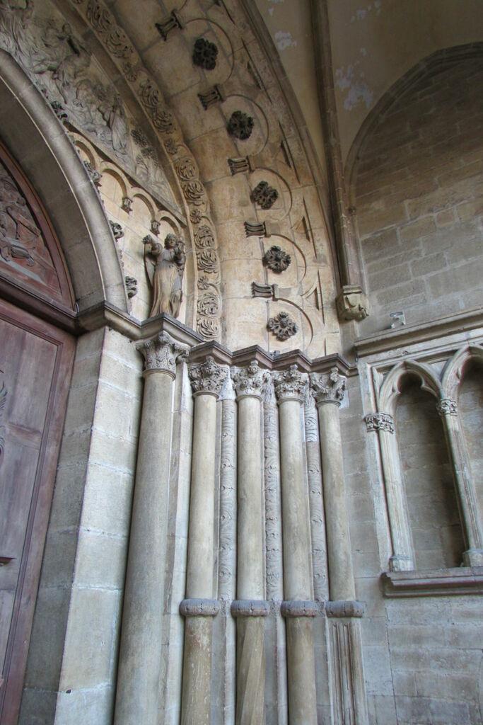 Détail de la façade de la cathédrale Saint-Bénigne