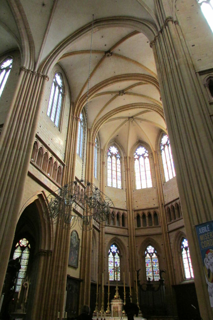 Nef, Cathédrale Saint-Bénigne