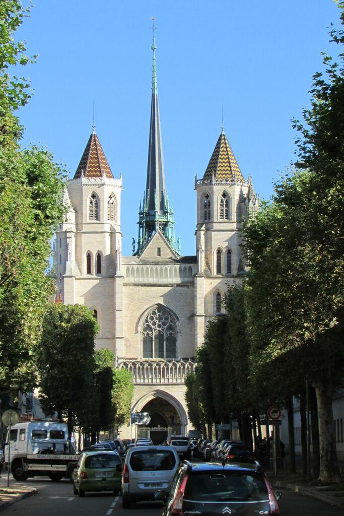 Cathédrale Sainte Bénigne, vu de face