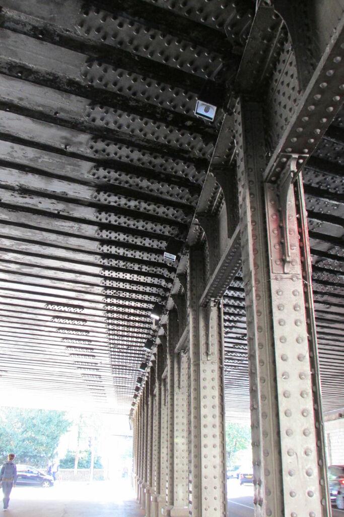 Traverses du pont de la voie de chemin de fer