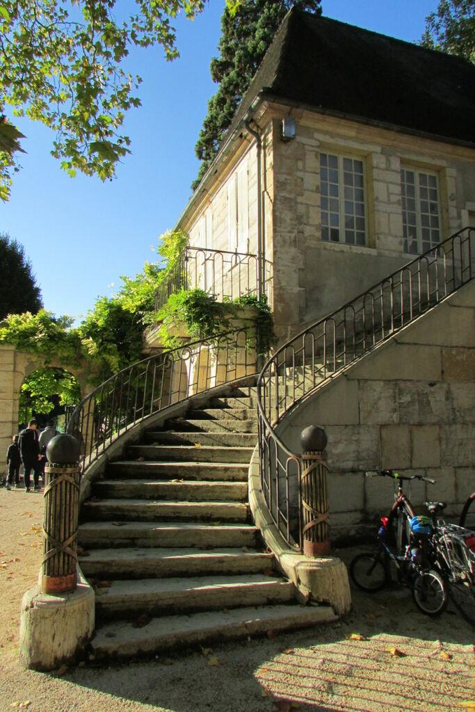 Escalier bâtiments parc de l'Arquebuse