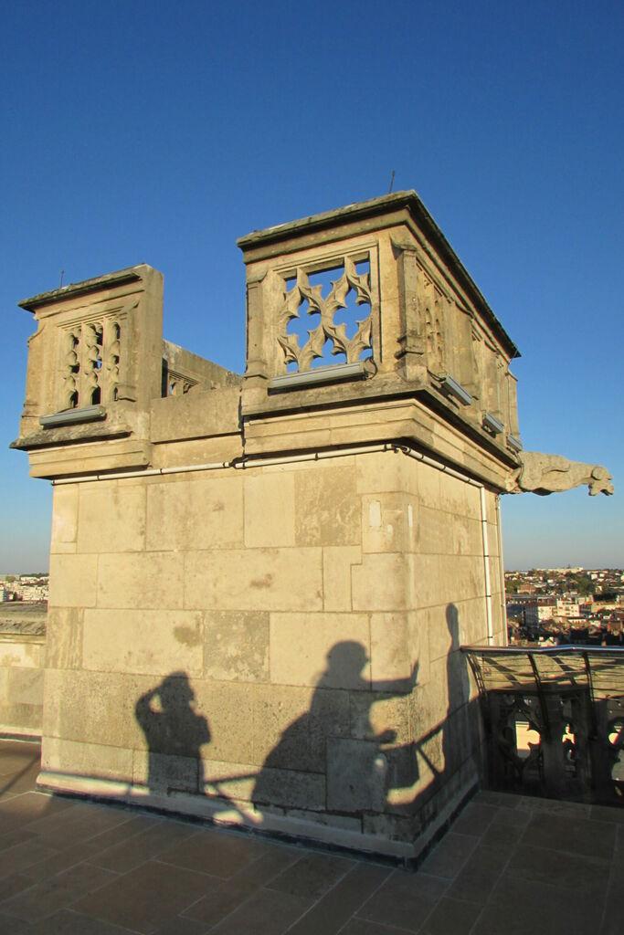 Saynète en ombres et escalier au sommet de la tour Philippe le Bon