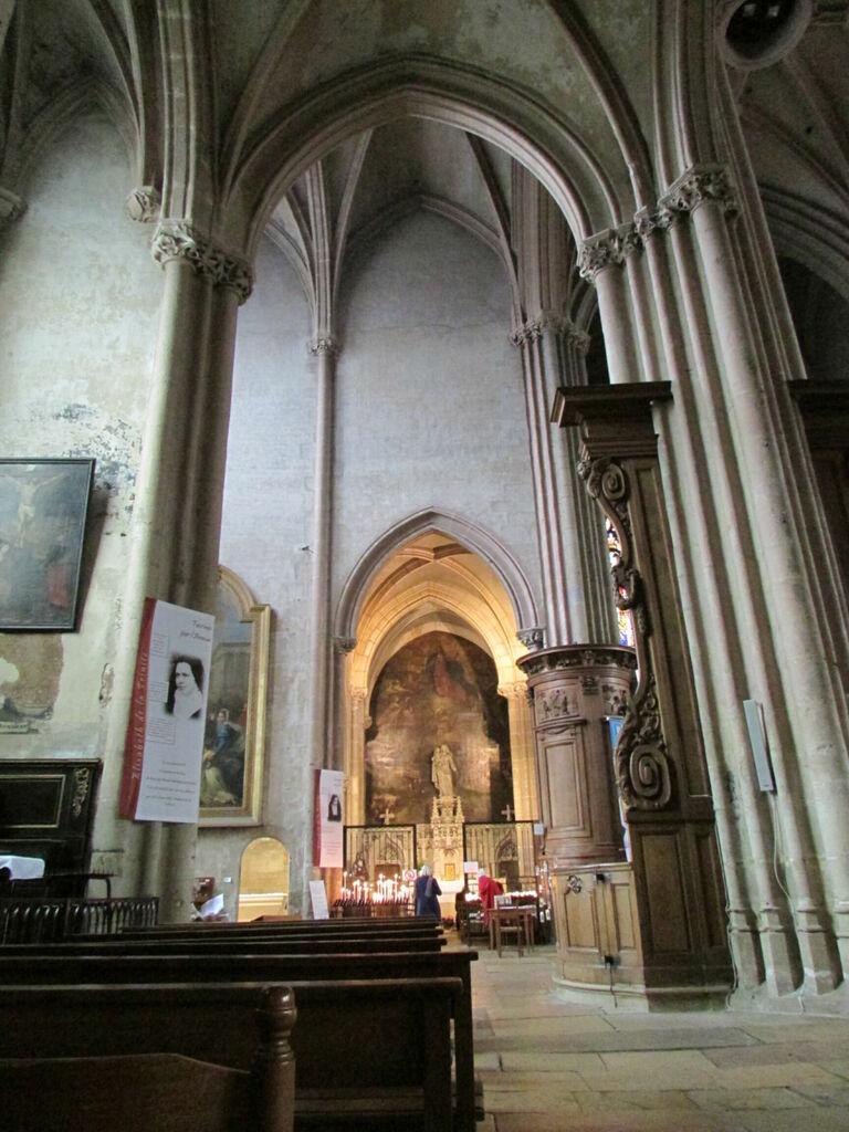 Intérieur de l'église Saint-Michel