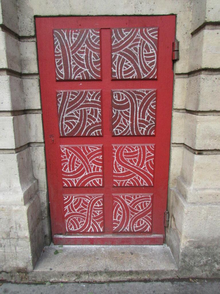 j3, porte rouge et carrés