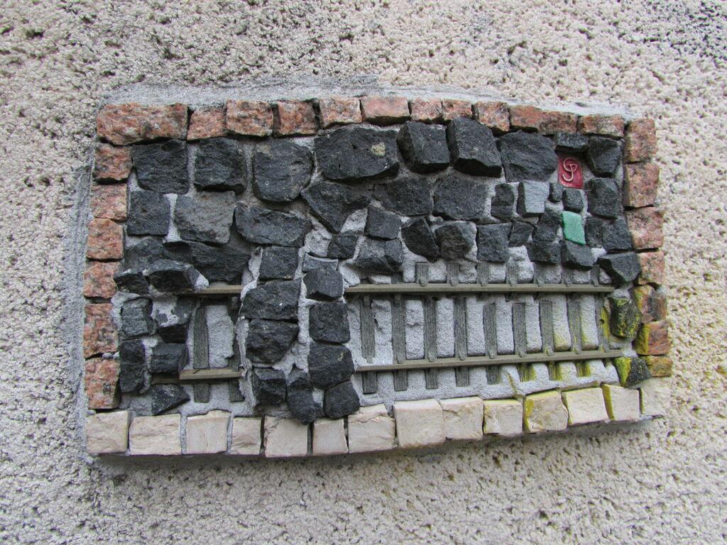 Morèje, série de mosaïque sur le canal Saint-Martin (croisée avec la petite ceinture)