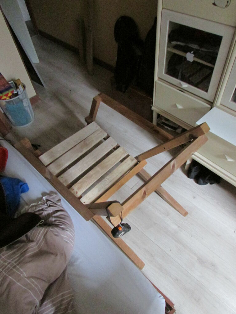 Vue du dessus, avec les planches de l'assise à leur écartement définitif
