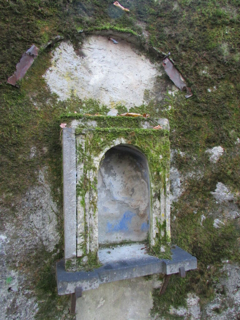 niche dans le mur du Clos des Capucins